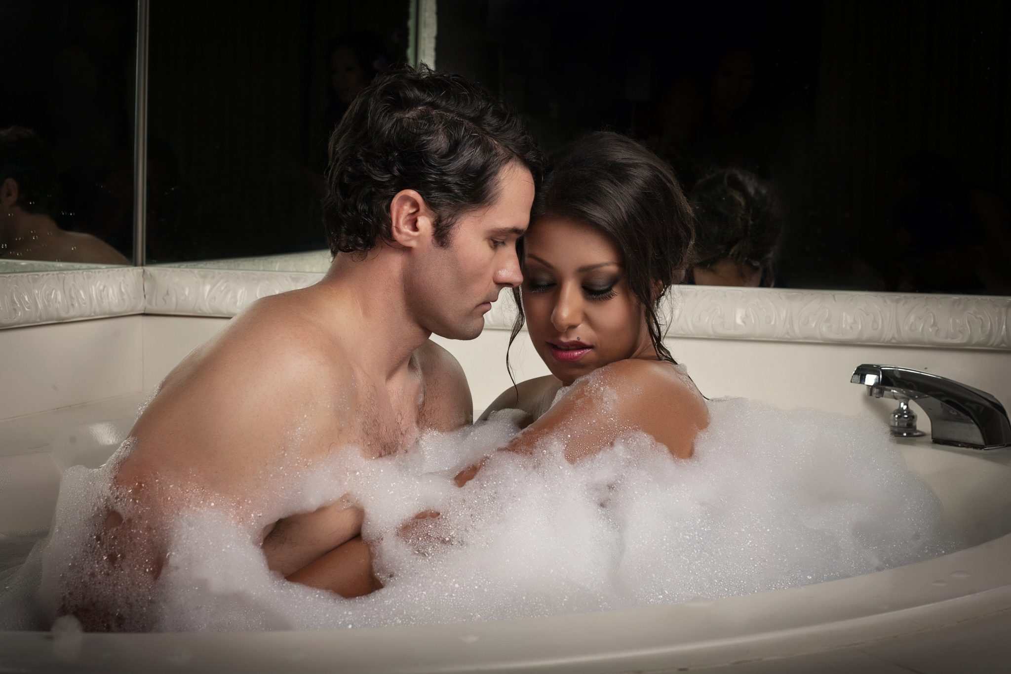 bubble bath for this couple in boudoir photography shoot