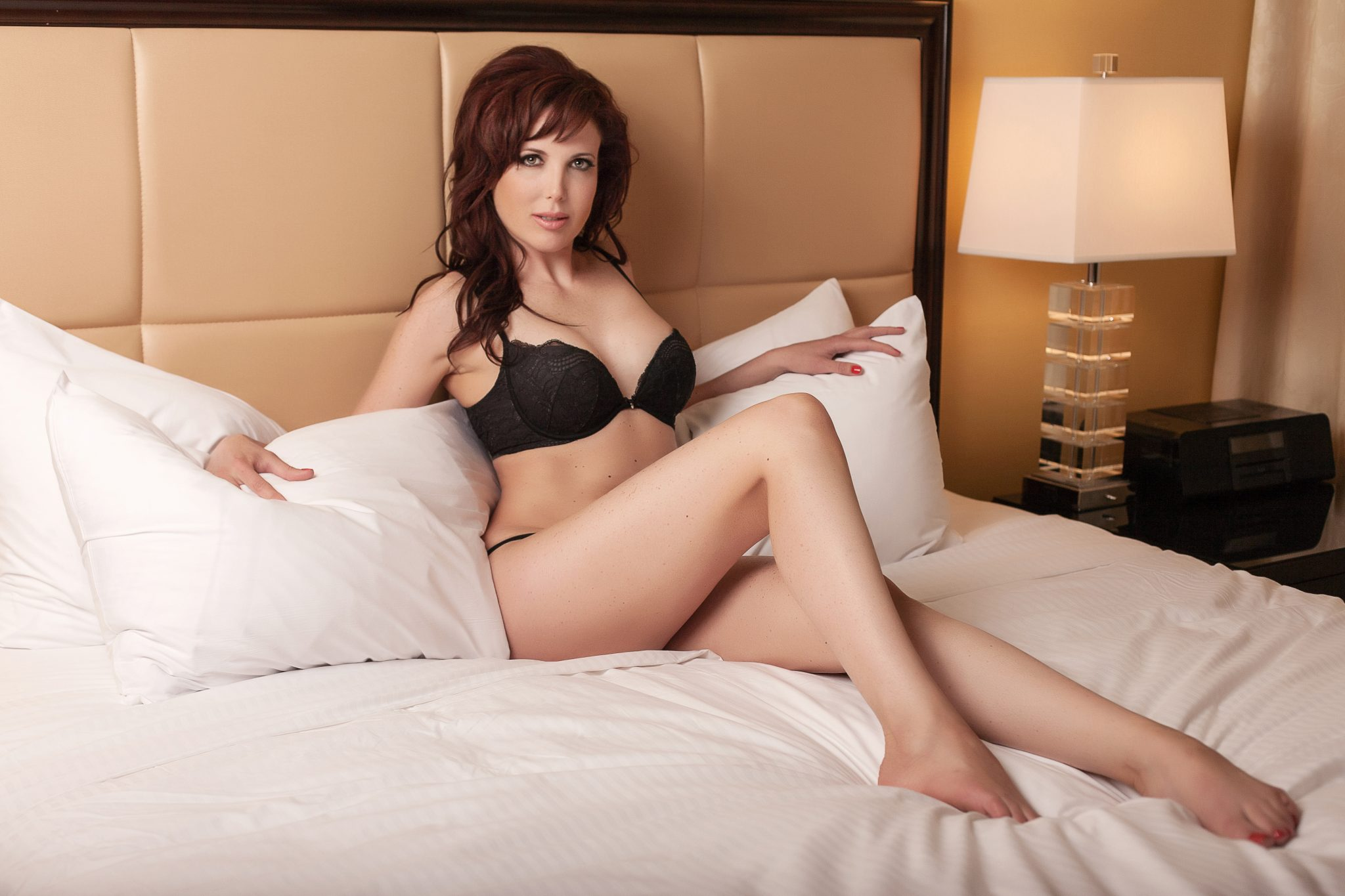 A natural and approachable boudoir pose in Vegas.