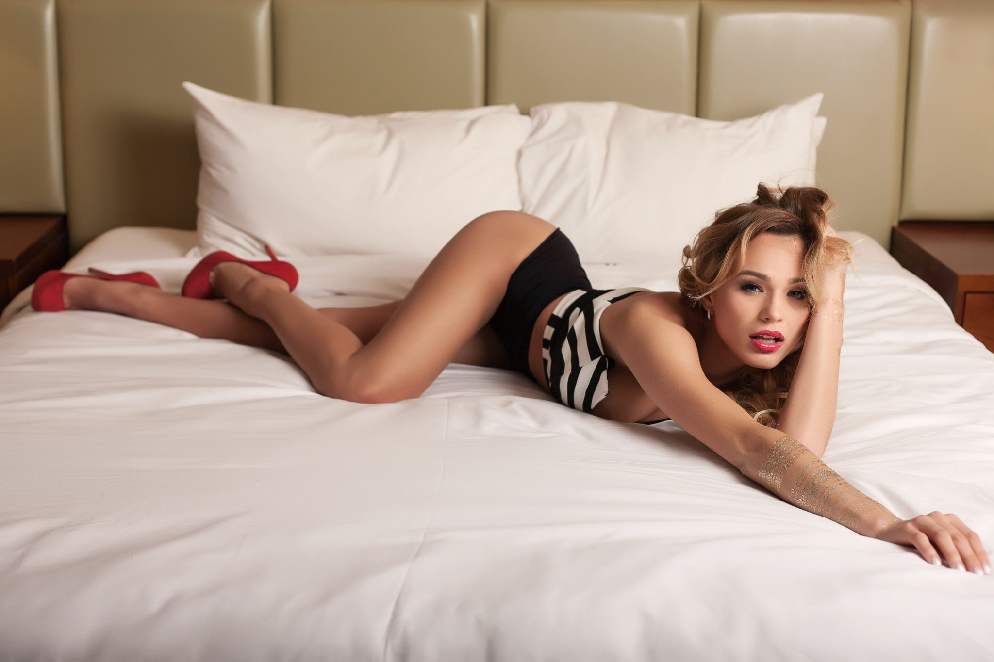 Posing example for boudoir photography.