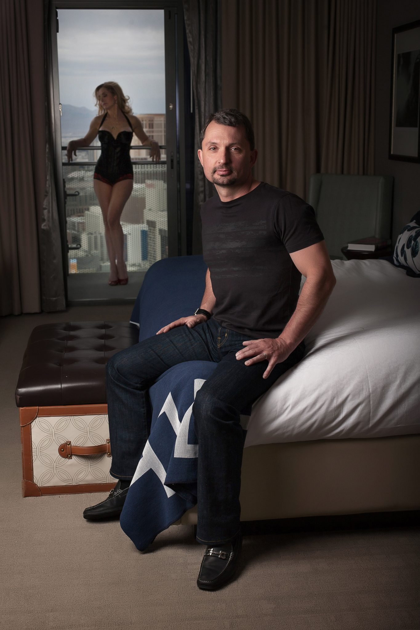 couples boudoir photography featuring the man.