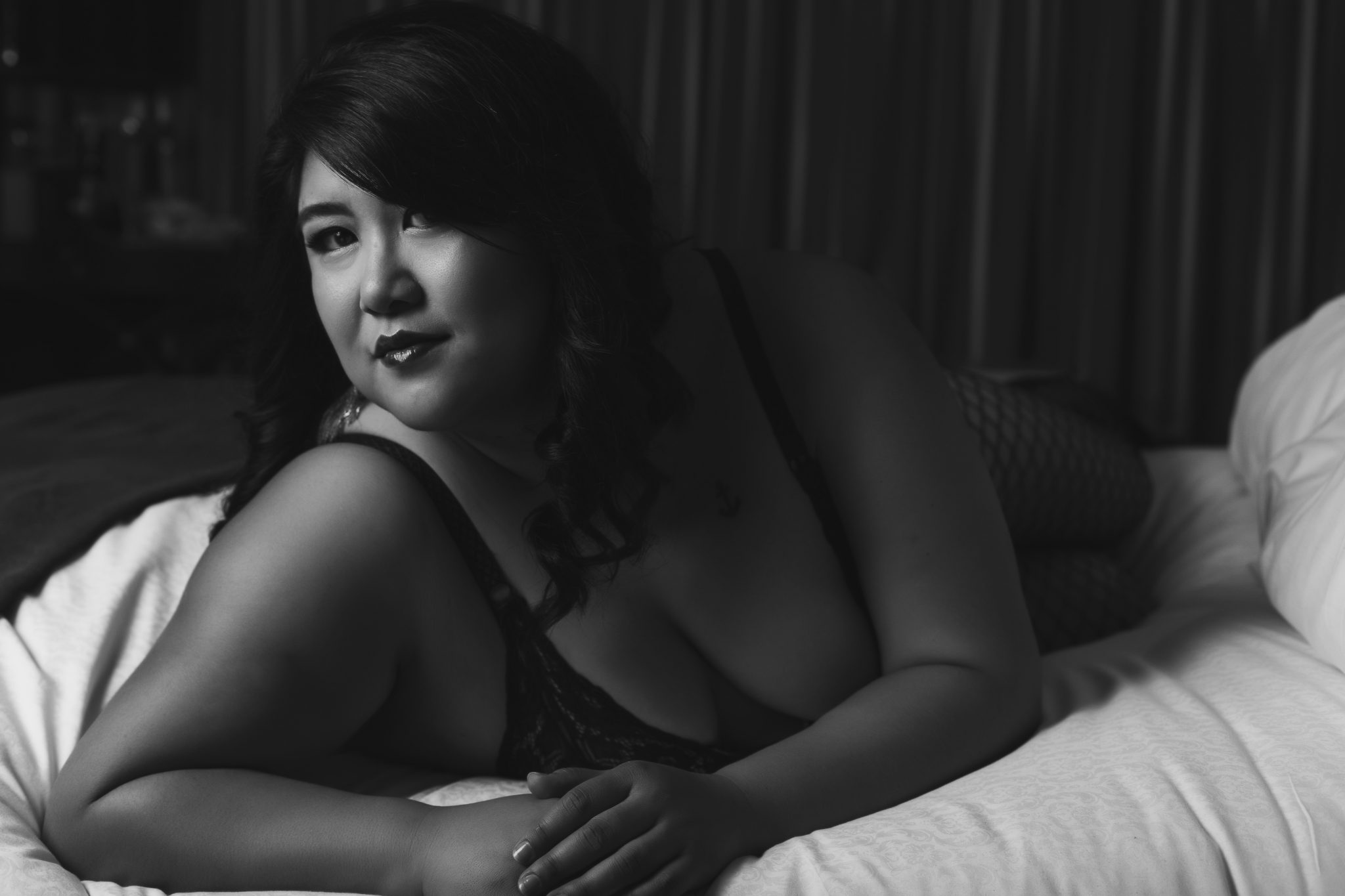 bw boudoir photo, moody, mysterious, boudoir photography vegas, haute shots