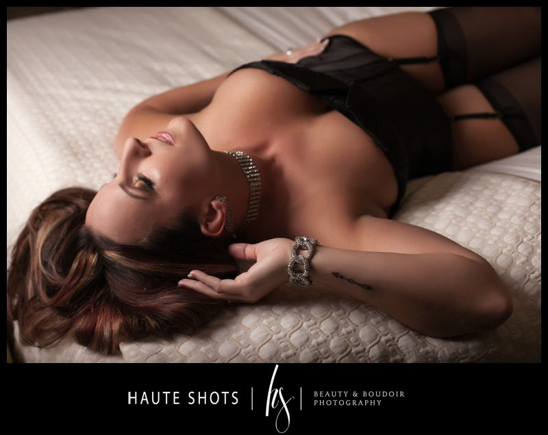 boudoir photography bed pose